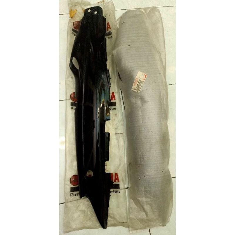 cover body belakang F1ZR FIZR 4US hitam bag. kiri original yamaha
