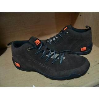 Sepatu Karrimor Gunung Tracking Hiking Outdoor Style Fashion Pria Adventure  Traveling Murah Coklat  8798a2d5c1
