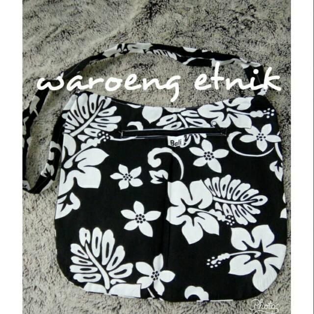 Tas Slempang Selempang Tenun Mini Etnik Asli Bali Oleh-Oleh Souvenir Khas  Bali Tas Passport  e018368c8e