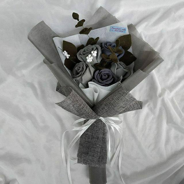 Monochrome buket/buket bunga flanel/kado wisuda cowok/kado wisuda/buket bunga/buket murah