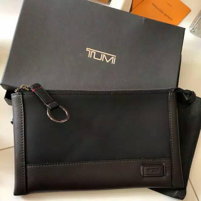 pouch /clutch /handbag tumi leather