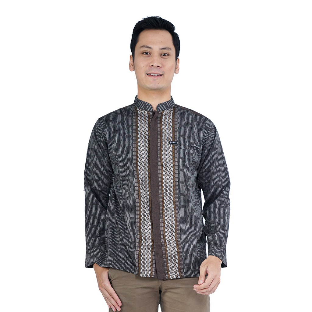 Meskipun baju koko dengan beragam corak dan motif banyak diminati, tetapi baju koko polos masih tidak dapat tergantikan.