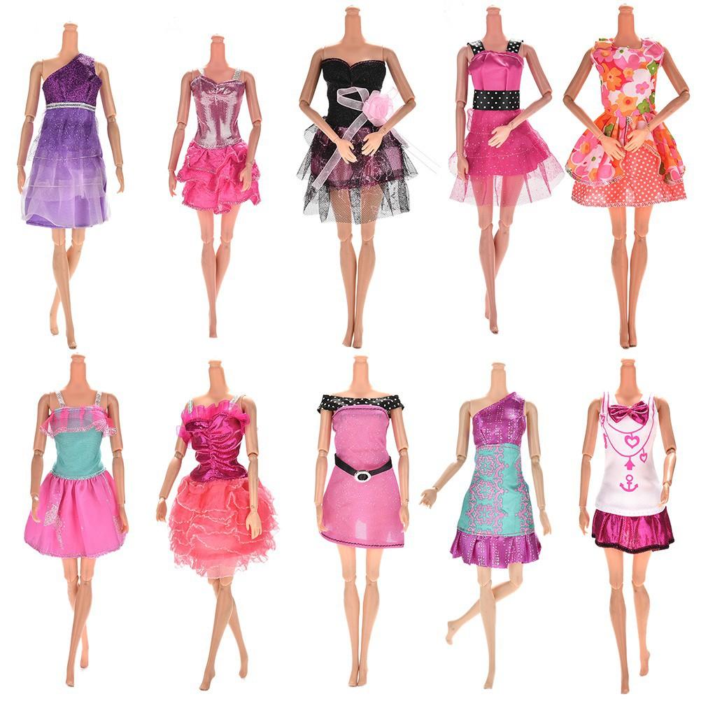 Bayar Di Tempat 10 Buah Gaun Dengan Berbagai Desain Untuk Boneka Barbie