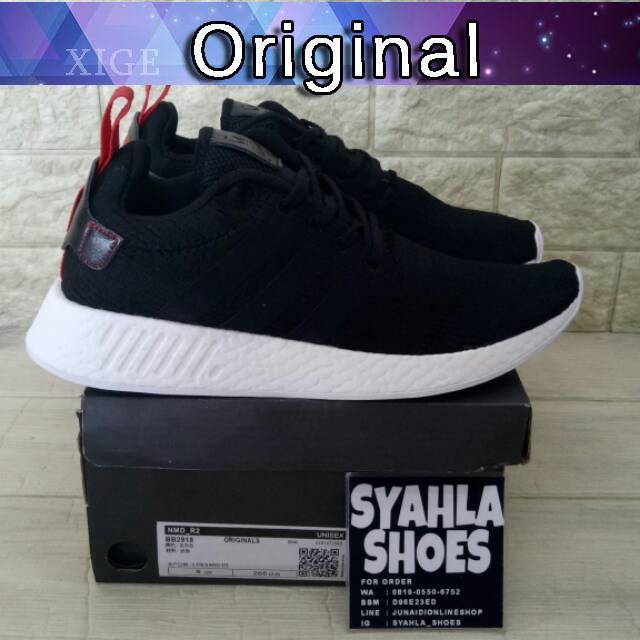 71524a59ca9b9 Sepatu Sneakers Olahraga Pria Model Adidas NMD R2 Foot Locker Warna Hitam  Putih
