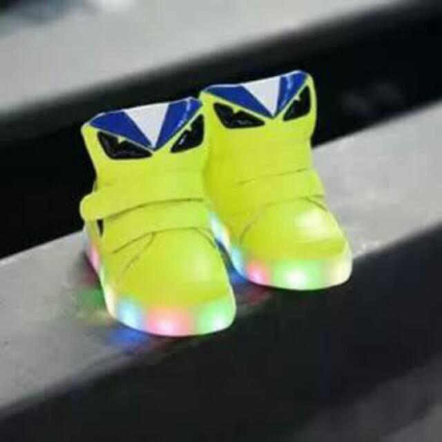 Sepatu Anak Fendi Lampu  9f104bdd6a
