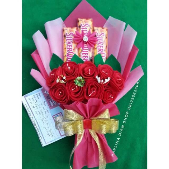 Buket Bouquet Bucket Bunga Dan Snack Coklat Silverqueen Cantik Romantis Shopee Indonesia