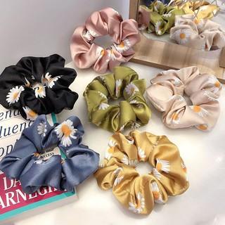 Ikat Rambut Ponytail Elastis Bahan Satin Aksen Bunga Daisy Scrunchies Gaya Korea Untuk Wanita thumbnail
