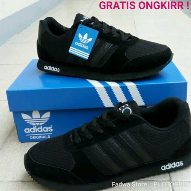 Sepatu sekolah full black sepatu casual pria sepatu macbeth sepatu hitam  sepatu sneakers real nike  0f5e7102e7