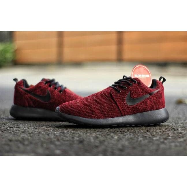 40ec9895bb8 Sepatu Nike Roshe Run Rajut Merah Maroon List Sol Hitam Impor Vietnam