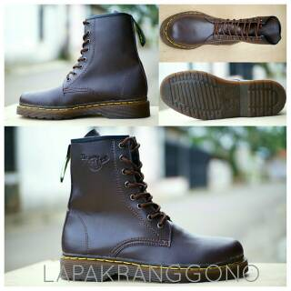 Sepatu Boots Docmart Dr Martens Pria 8 Lubang / Hole - Kulit Asli .