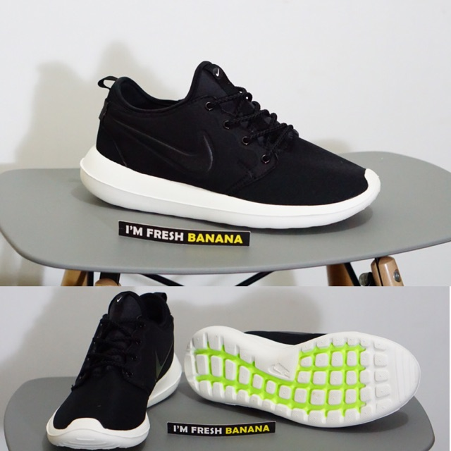 Sepatu Running Nike Roshe Run Two 2 Black White Hitam  ac566e7361