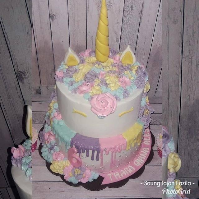 Kue Ulang Tahun Cake Tart Unicorn 2 Tingkat Kuda Poni