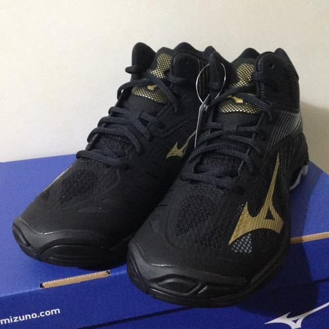 Sepatu Volly Voli Mizuno V1GA180550 Wave Lightning Z4 Mid Black Gold ... e20e07c010