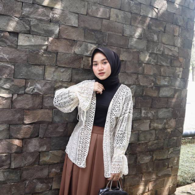 Aghnia Lace Outer