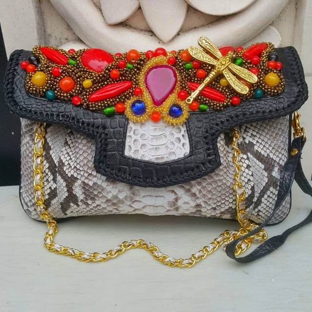Raisa Size M Black Color - Tas Clutch Kulit Ular Buat Pesta Dengan Model  Kipas  8e24655c9c