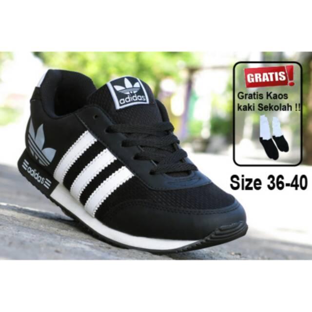 Sepatu Pria Wanita Anak Sekolah Adidas Yeezy Boost Import Black White    Hitam Putih  dbb15bb0b9