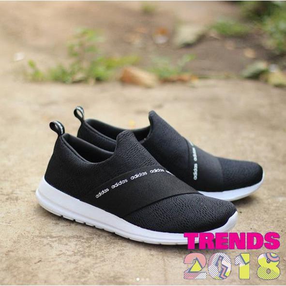 Dapatkan Harga sepatu Sepatu Wanita Slip On Pakaian Wanita Diskon ... 98d8258a49