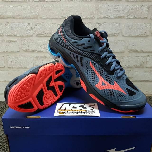Jual Beli Produk Sepatu Voli - Sepatu Olahraga  fa389f2dc4