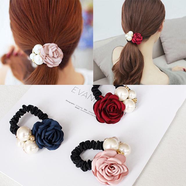 Ikat Rambut Bahan Satin Aksen Bunga Mawar + Mutiara untuk Wanita thumbnail