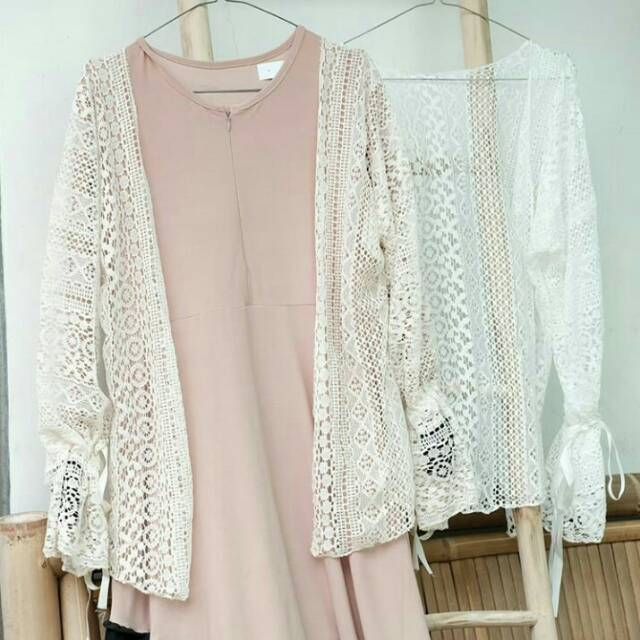 (COD) OUTER LACE AGHNIA