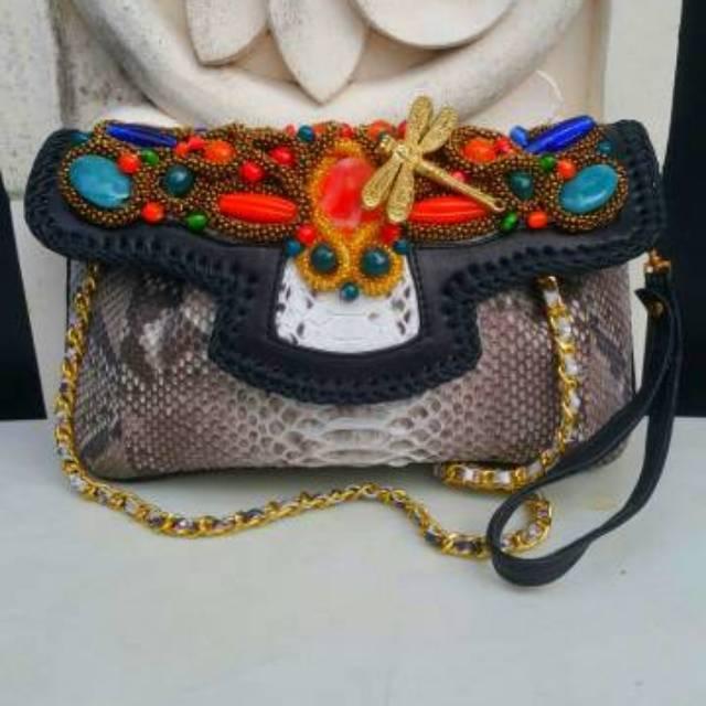 Raisa Size S Natural Color - Tas Clutch Kulit Ular Buat Pesta Dengan Model  Kipas List Hitam  c0a7ab243b