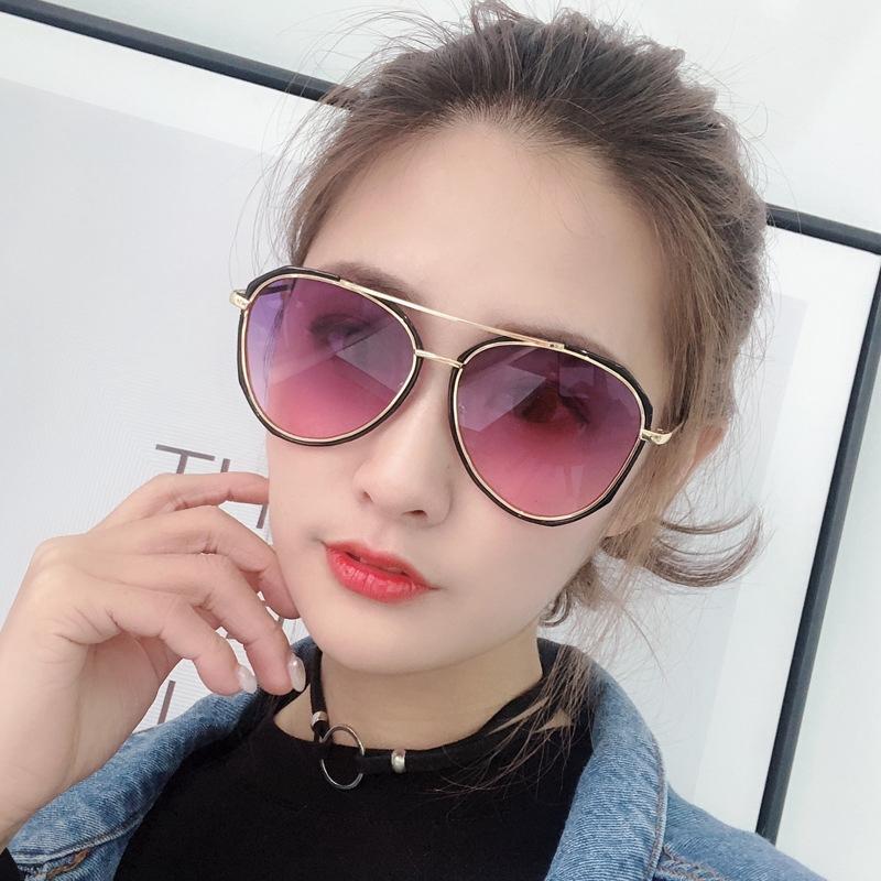 Model Wanita Frame Metal Kacamata Hitam Retro WYED29IH
