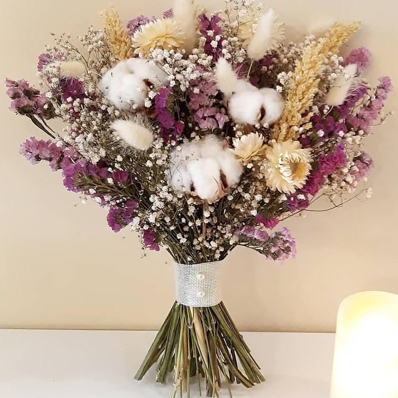 Candy Bouquet Buket dengan Bunga Kering dan Bunga Artificial ... fcc0af5110