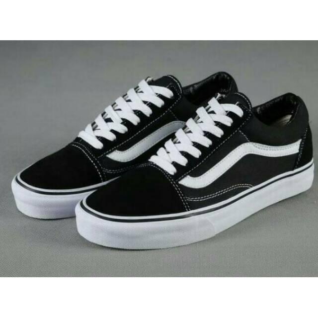 Sepatu Vans Authentic Classic   Hitam Putih  d84b395132