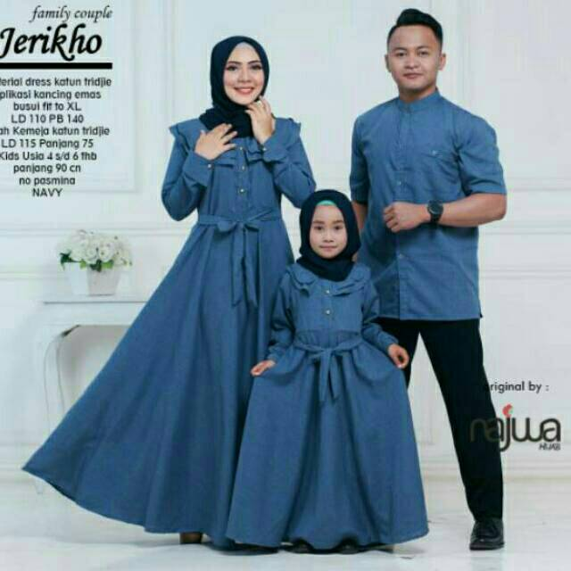 97 Contoh Baju Couple Anak Ibu Ayah Muslim Paling Bagus
