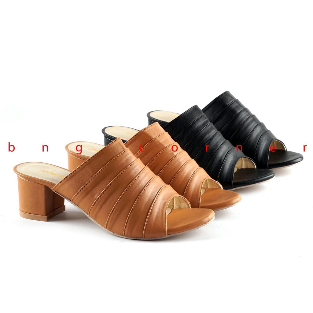 ... Pantofel Pesta High Heels Wanita ML01 - Kuning. 40.500 · BnG Corner - Sepatu Kerja Wanita Hak Tahu Casual High Heels WANDA WA47 Hitam / Camel