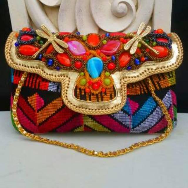 Raisa Size M Tenun Multi Color - Tas Clutch Tenun Mix List Gold Kulit Domba Buat  Pesta  4e23eda088
