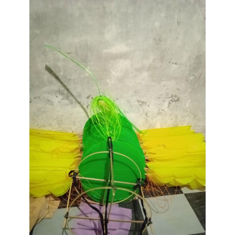 kepingan layang layang naga berwarna hijau