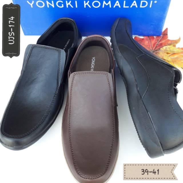 101+ Foto Model Sepatu Pria Yongki Komaladi Terlihat Keren