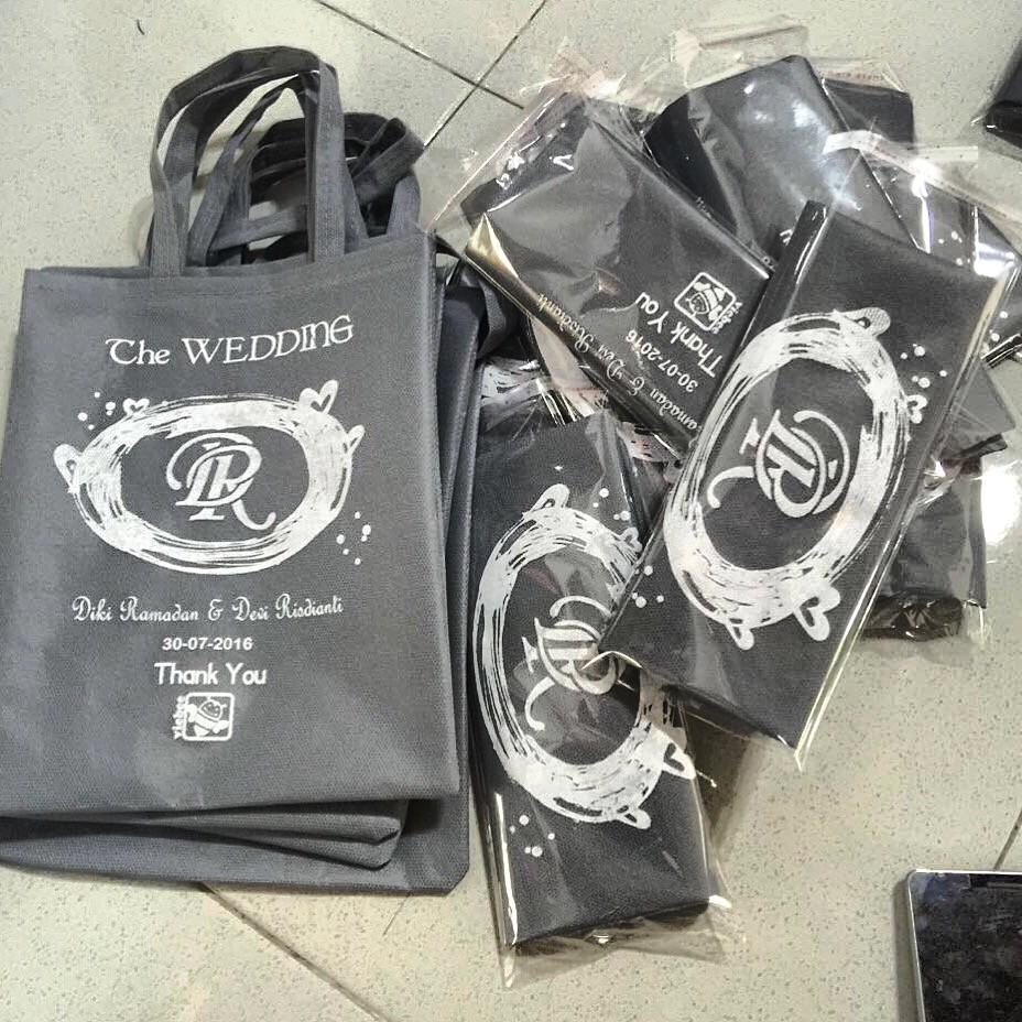 Souvenir Pernikahan Temukan Harga Dan Penawaran Online Terbaik Sovenir Pin Jilbab Bahan Plastik Grtis Kartu Weding November 2018 Shopee Indonesia