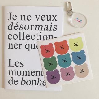 stiker dinding dengan gambar beruang dan warna pelangi