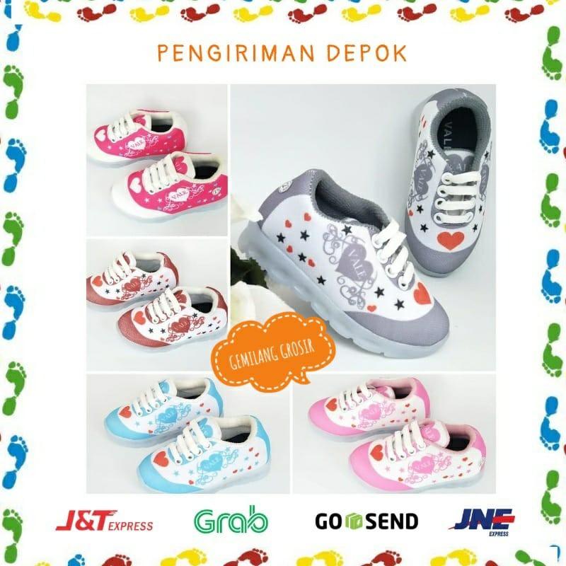 Sepatu Sneakers Anak Cewek Usia 1 2 3 4 Tahun Corak Love Bintang