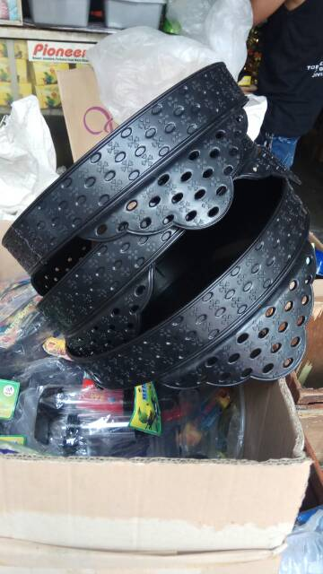 Contoh Gambar Plafon Pvc  tebok lovebird plastik model kaki motif lubang