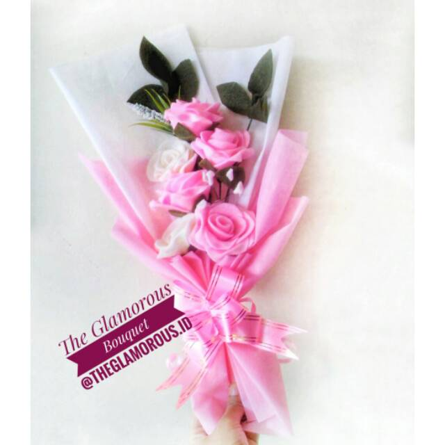 Buket Bunga Flanel Murah 4 Mawar Pink 2 Mawar Putih Shopee Indonesia