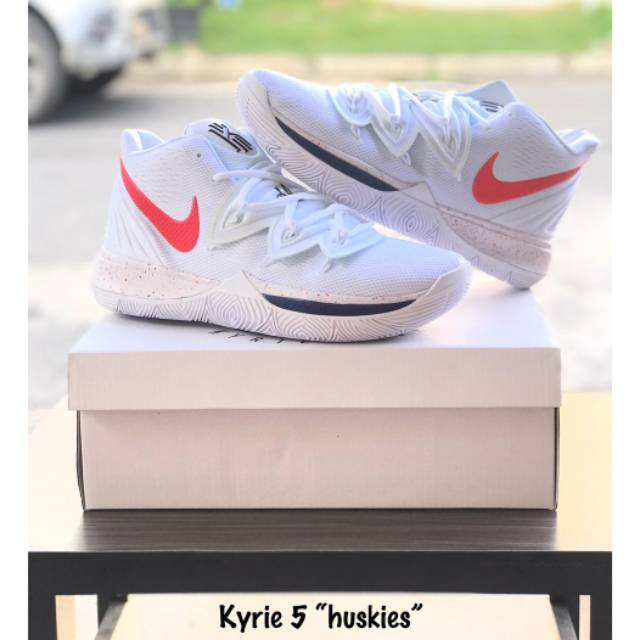 c3eee9ef90f6 Sepatu Basket Kyrie 4 - Halloween