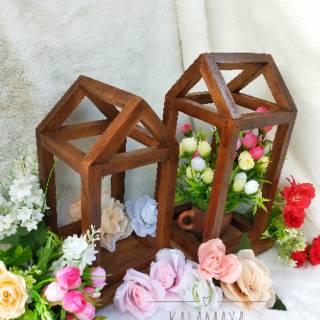 lentera kayu dekorasi rustik engagement lamaran palem