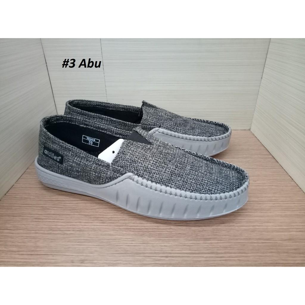 Dr Kevin Men Sneakers Slip On 9307 4 Color Options Abu Army Fs 13320 Grey 43 Merah Hijau Hitam Shopee Indonesia
