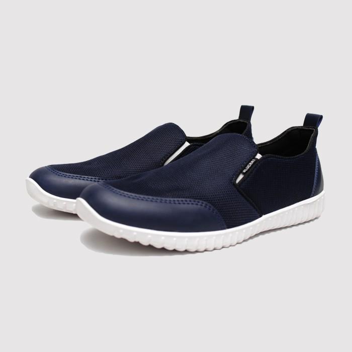Sepatu slip on pria casual kasual keren terbaru branded hitam 39 40 41 42  43 sneaker sneakers cowok  0b1e728f7c