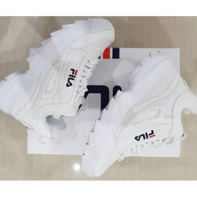 sepatu Fila voli badminton basket sneakers sekilo muat 2 pasang ... 2491466f10