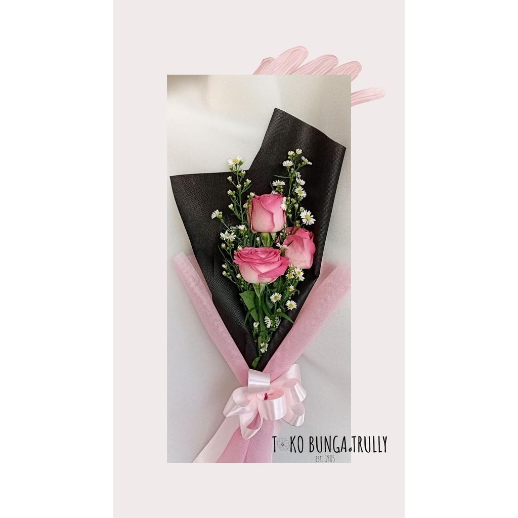 Promo Hand Bouquet Simple Mawar Pink Buket Bunga Bunga Wisuda Bunga Anniversary Shopee Indonesia
