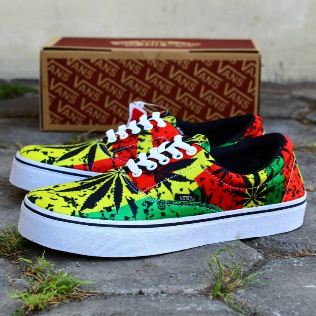 Sepatu Vans Oldskool Casual Sneakers Pria Murah Grade Original Cowok Sekolah  Kets Santai Gaya Keren  a108dd82a5