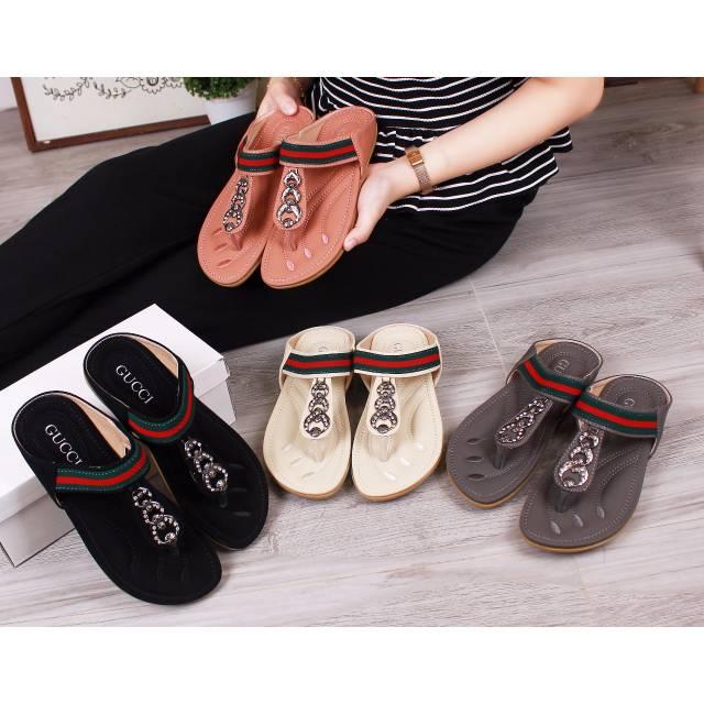 805883223b572 Sandal - Gucci Monica GG Slippers 1351   50645