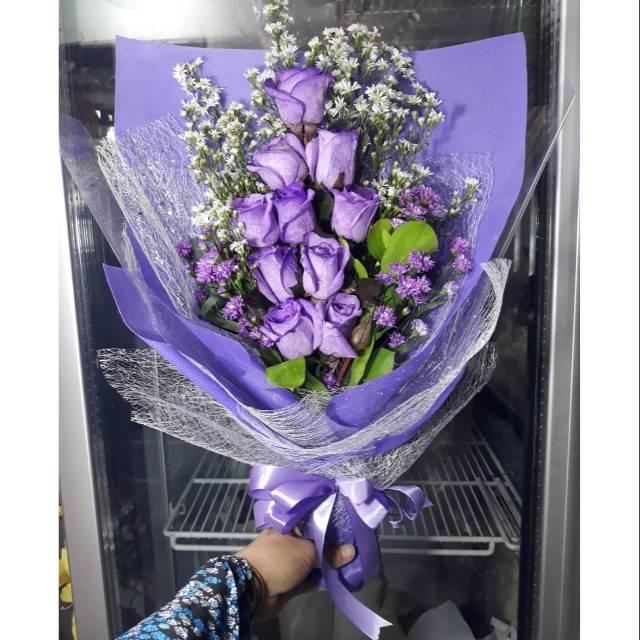 Hand Buket Purple Rose Bunga Tangan Mawar Ungu Isi 10pcs Shopee Indonesia