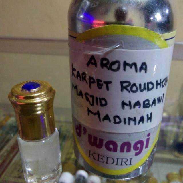 Minyak aroma karpet rawdah makam Nabi di Madinah