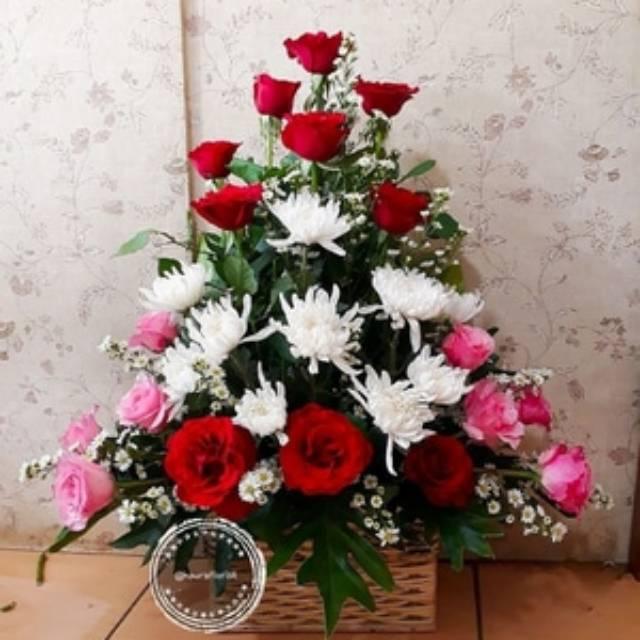Rangkaian Bunga Bunga Meja Bunga Segar Mawar Dan Krisan Shopee Indonesia