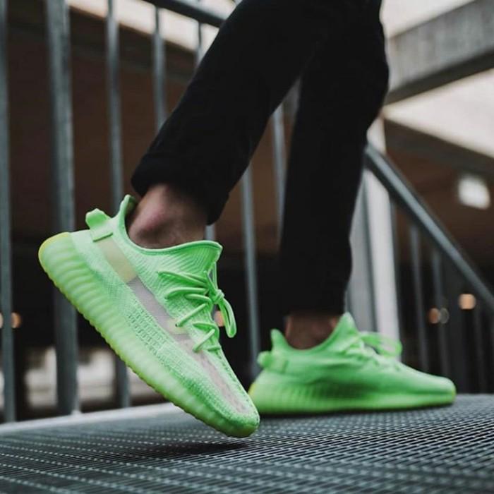 Terlaris Original Sepatu Adidas Yeezy Boost 350 V2 Glow In The